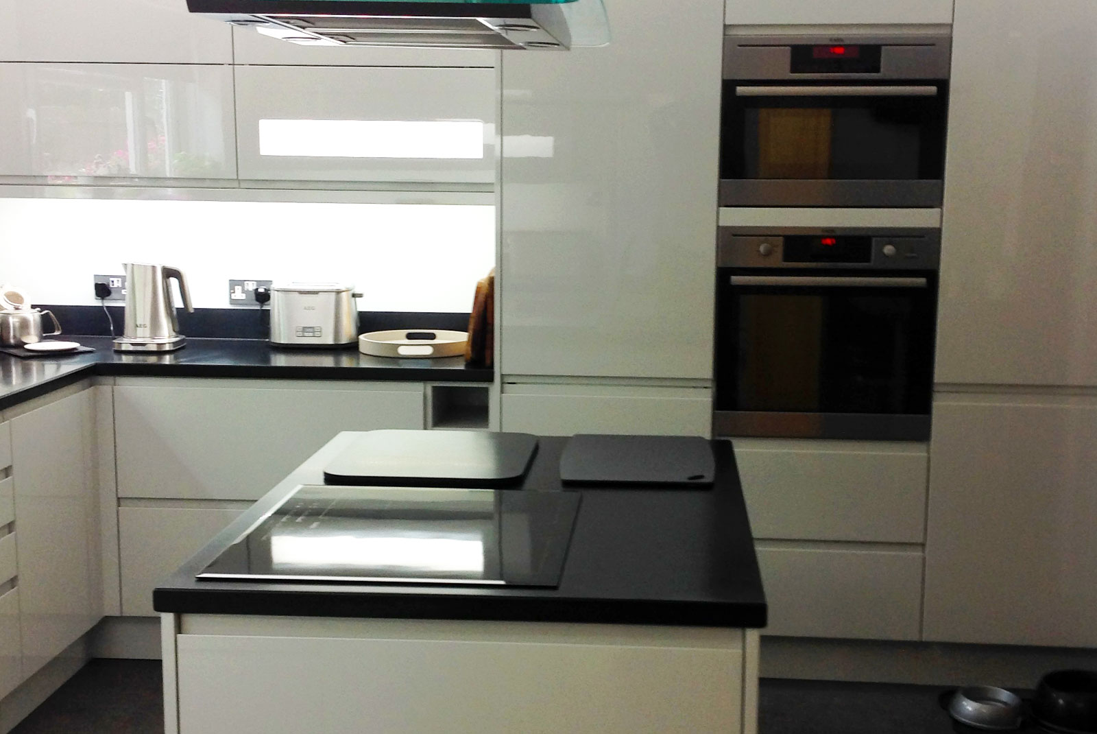Rosemary from kent finished kitchen from diy kitchens for Diy kitchens com reviews