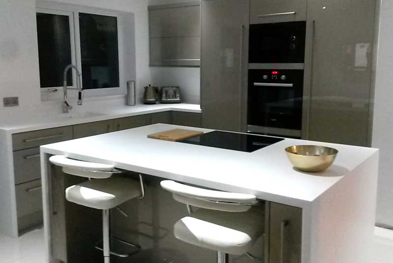 Tim sue from durham an absolutely superb kitchen solid for Diy kitchens com reviews