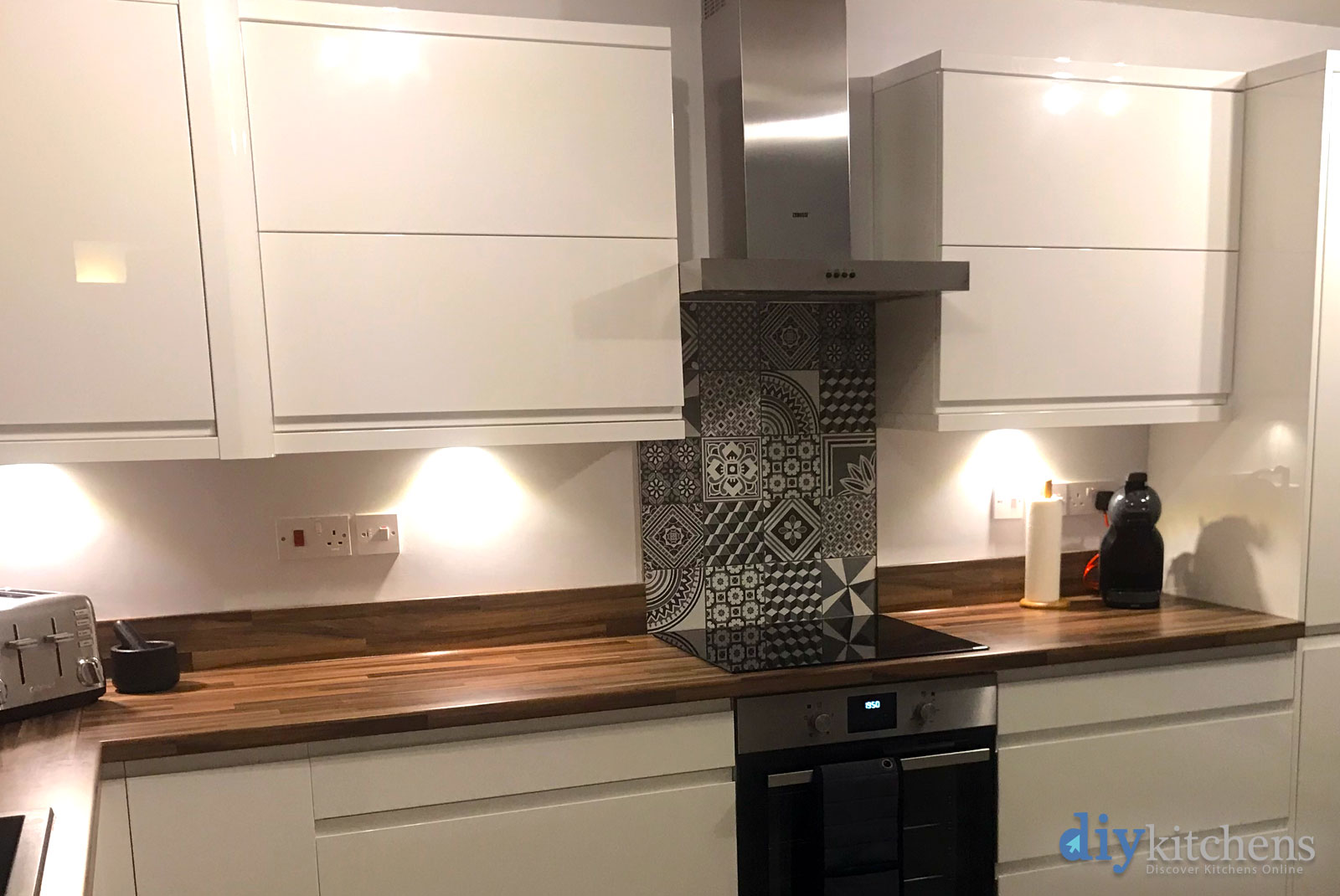 Melissa from london our lovely new luca gloss white kitchen for Diy kitchens com reviews